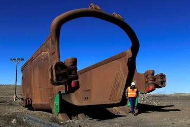 A mining shovel and worker at Navajo Mine. Image taken by Diné Care.